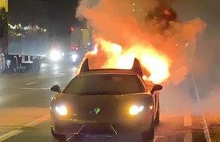 Cảm xúc của bạn như thế nào khi nhìn siêu xe Lamborghini mạ vàng bốc cháy trước mắt mình?