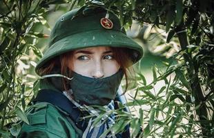 Bộ ảnh chú bộ đội cực chất của nhóm cosplayer Cộng hòa Séc, chuẩn từ mũ cối đến ly tráng sứ thời ông bà anh