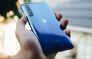 Trên tay Vsmart Live: Không tai thỏ, Snapdragon 675, cảm biến vân tay dưới màn hình, 3 camera, giá 6.9 triệu