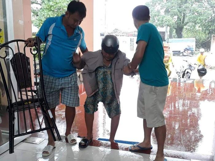 Ngập lịch sử: Người Phú Quốc nấu cơm, mở cửa khách sạn cho dân ở miễn phí
