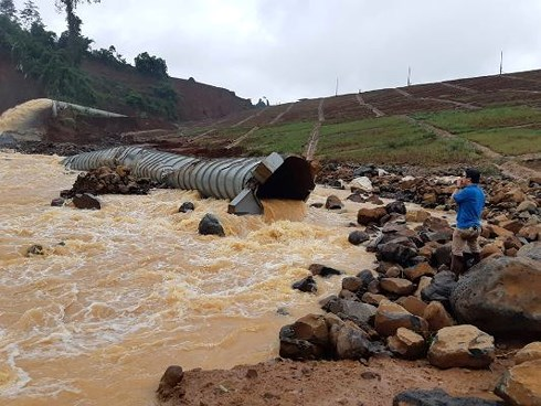 Nước giảm gần 3m vẫn sẵn sàng phương án nổ mìn cứu Thủy điện Đắk Kar