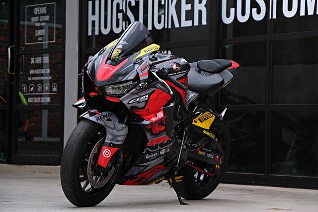Honda CBR1000RR độ tem đấu Sticker đẹp mê hồn với giá còn đẹp hơn!