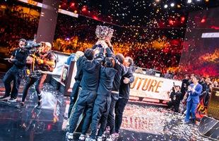 LMHT: Cảnh tượng ăn mừng cuồng nhiệt của sinh viên Trung Quốc khi chứng kiến khoảnh khắc FPX vô địch CKTG