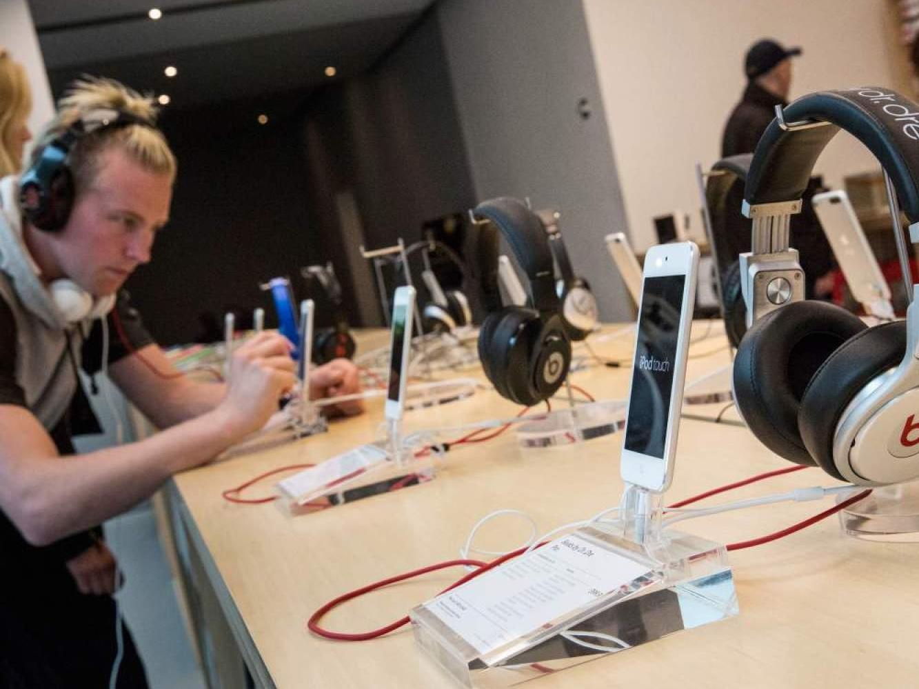 Apple khoe ý tưởng tai nghe thông minh mới