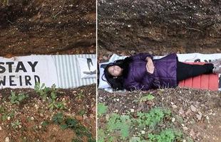 Thi cử áp lực cần giải tỏa, trường đại học gợi ý sinh viên chui vào mộ nằm vài tiếng 'cho quen mùi đất'
