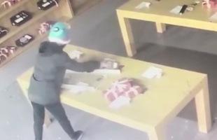 Mất công đập tan cửa kính shop điện thoại, tên trộm lại lấy đi toàn... mô hình không dùng được