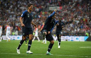 """Sao tuyển Pháp tưng bừng nhảy điệu """"Take The L"""" của Fortnite trong trận chung kết World Cup 2018"""