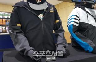 LMHT: Thiết kế quá đẹp và ý nghĩa, áo khoác CKTG 2018 phiên bản Hàn Quốc luôn trong tình trạng cháy hàng