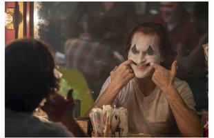 Ảnh hậu trường phim Joker siêu lung linh được chụp từ chiếc máy ảnh đời cũ