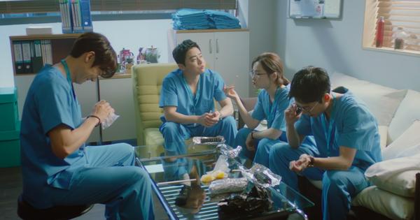 Tập 2 Hospital Playlist 2 đẩy hội bác sĩ vào loạt biến lớn, Jun Wan chấp nhận để bệnh nhân thiệt mạng?