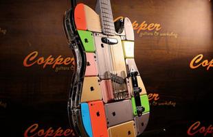 Cây guitar độc nhất thế giới: Được gắn lại từ 106 chiếc iPhone và 1 iPod Touch, giá 139 triệu đồng