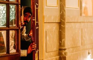 Hotel Mumbai: Vụ khủng bố năm 2008 kinh hoàng tới mức nào mà được nhiều tác phẩm điện ảnh chuyển thể lại?