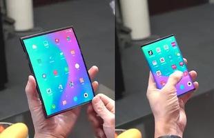 Smartphone màn hình gập của Xiaomi bất ngờ lộ diện với thiết kế độc đáo, có thể gập lại từ cả bên trái và phải