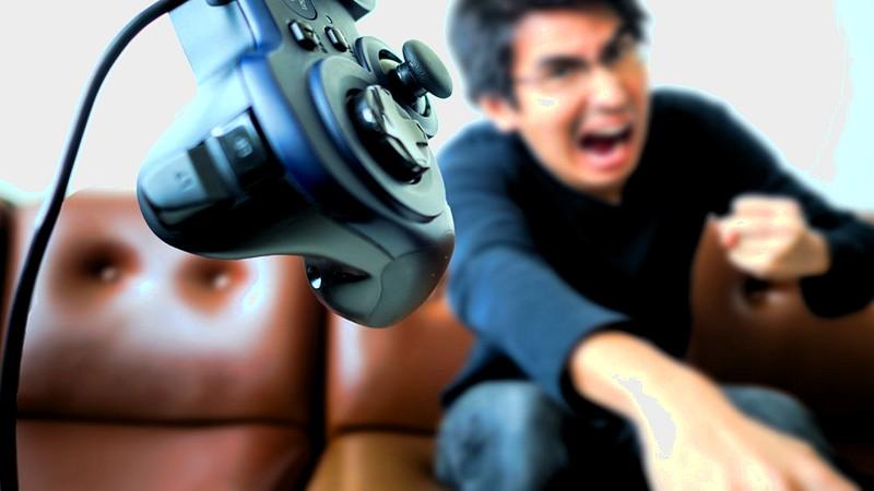 """Khẩu nghiệp với đồng đội là """"người nhà"""" hãng game, thanh niên bị trảm đầy oan ức"""