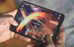 Chơi PUBG Mobile, Asphalt 9, Dynasty Legend trên Galaxy Fold trông như thế nào?