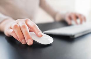 Tại sao chuột máy tính lại được gọi là...