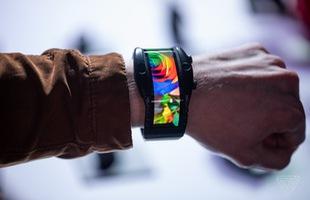 [MWC 2019] Nubia ra mắt smartphone màn hình gập có thể biến thành smartwatch, giá từ 12 triệu đồng