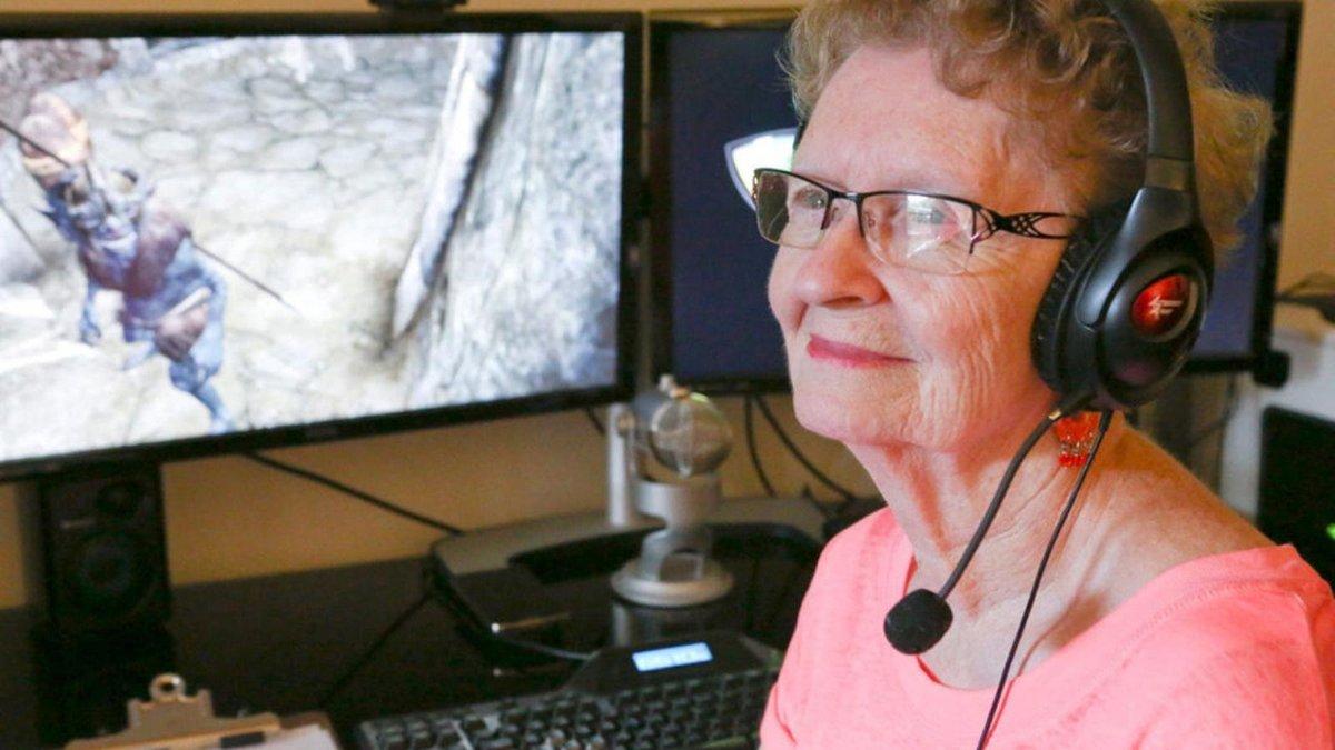 Shirley Curry - cụ bà game thủ bị stress trước các bình luận tiêu cực