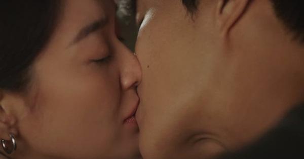 """Rating Hometown Cha-Cha-Cha lập kỷ lục cao chạm đỉnh, bõ công Shin Min Ah - Kim Seon Ho hôn """"cháy khét"""" màn hình"""
