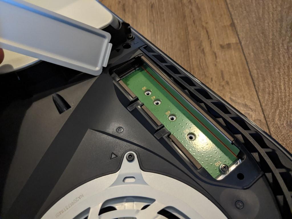 Làm sao để nâng cấp dung lượng ổ cứng máy PS5?